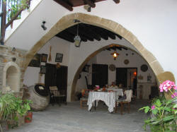 Here you can wine and dine in a relaxing and traditional atmosphere